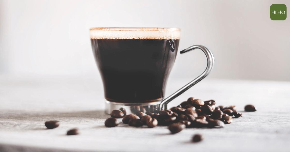 """圖片來源:<a href=""""https://www.pexels.com/photo/close-up-photography-of-brewed-coffee-977876/"""">Pexels</a>"""
