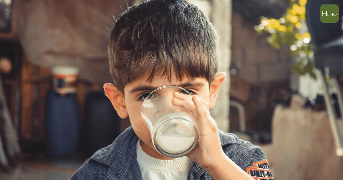 boy-child-drinking-1210005