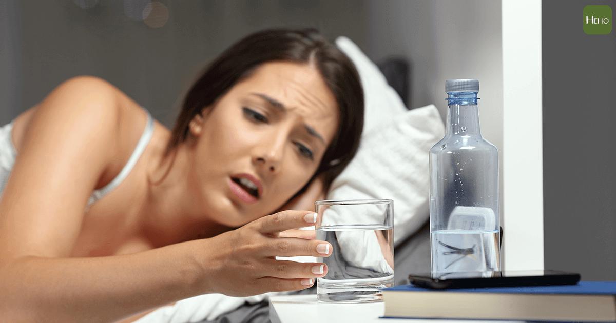 時常感到口乾、眼乾、皮膚乾 可能是免疫疾病造成的 | Heho健康