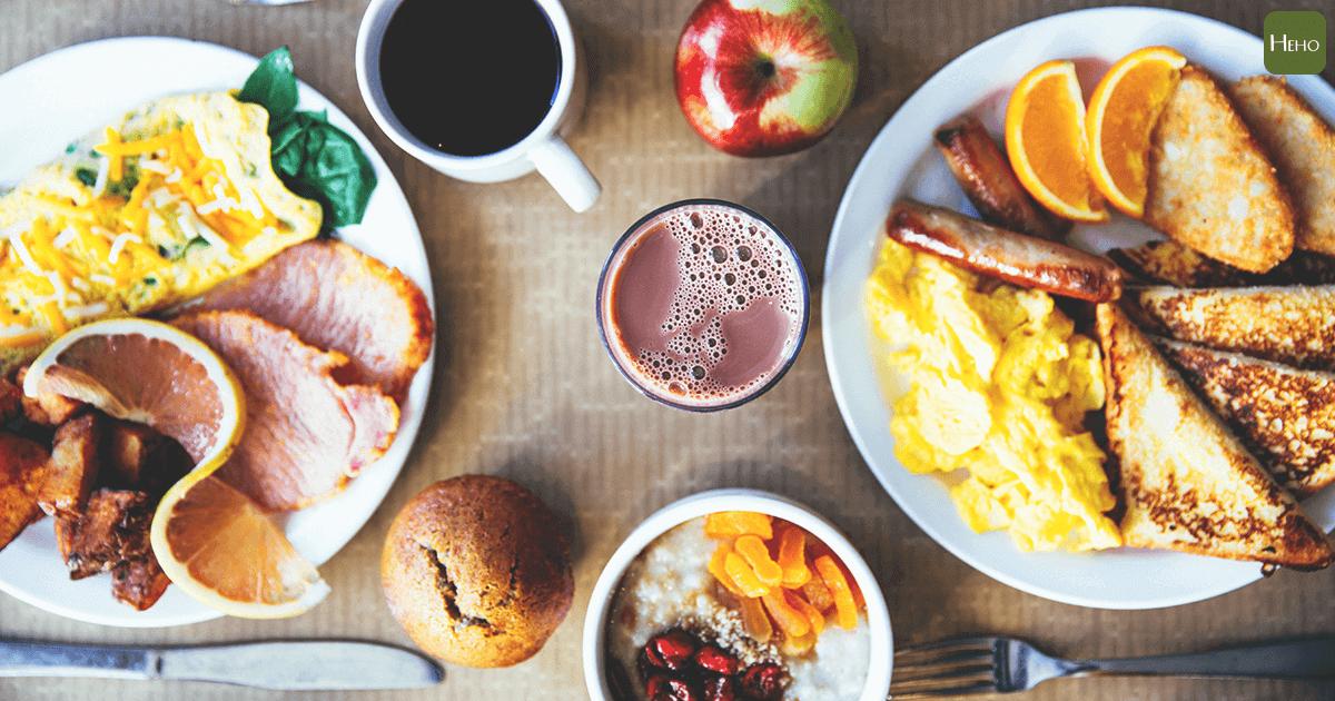 不吃早餐會打亂體內生物鐘喔~