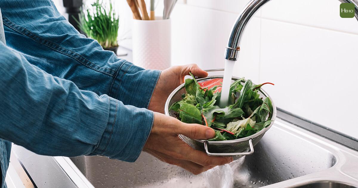 洗菜用泡的,小心愈泡愈毒!