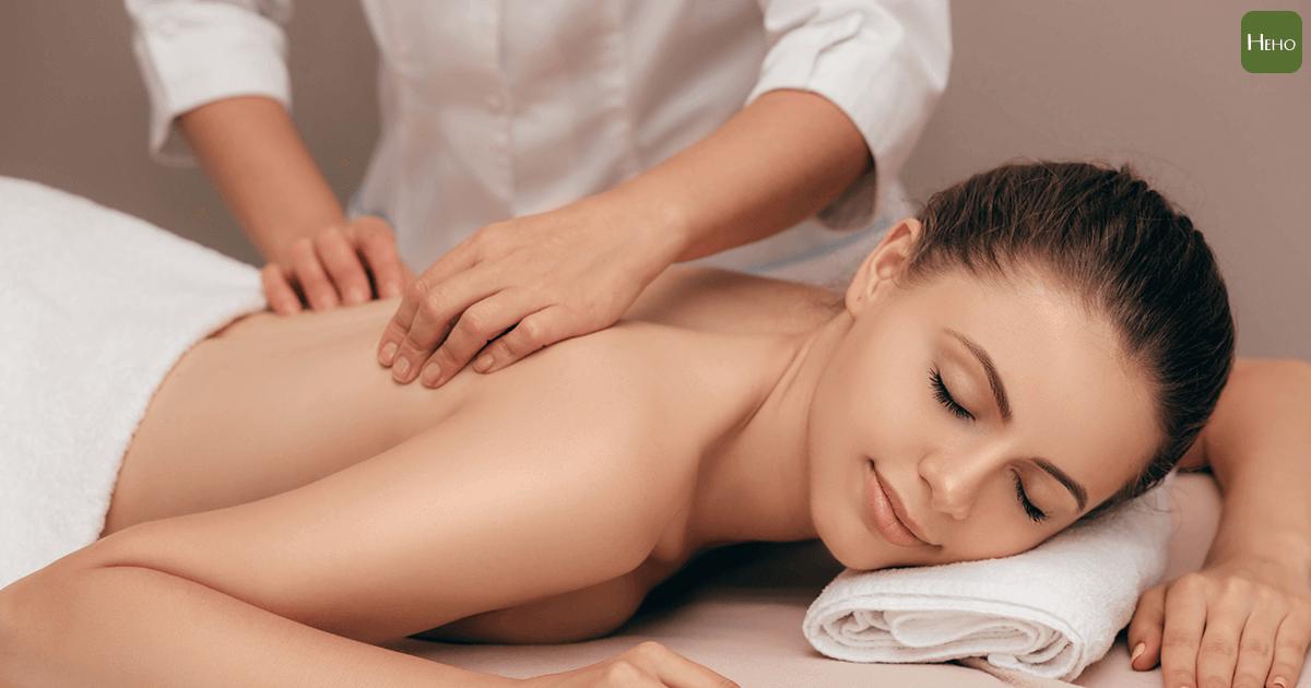 推開緊繃的肌肉!用「深層組織按摩」治療腰痠背痛