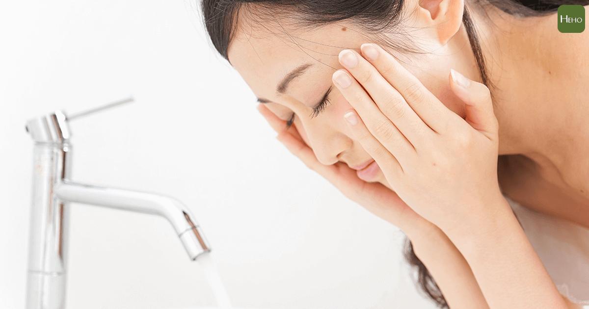 洗完臉後皮膚緊緻!食藥署:脫皮導致臉部脫水