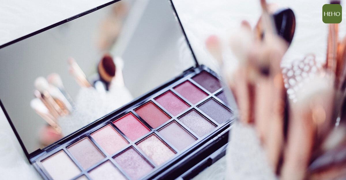 10個過期化妝品別急著丟!原來它們還有這種用途