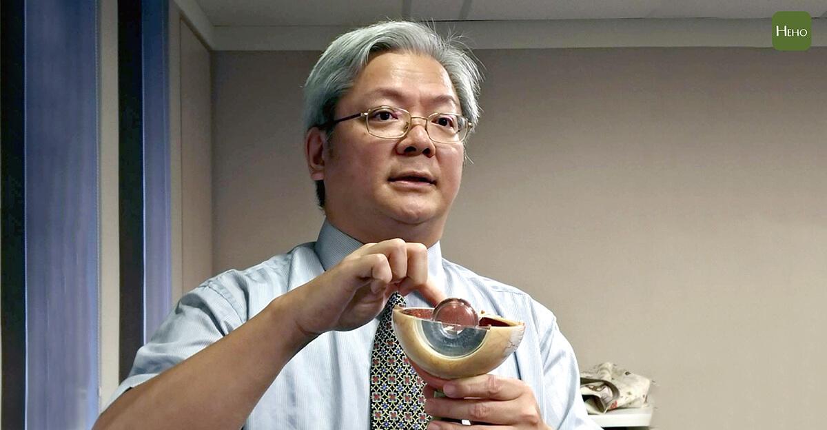 50歲以上都有白內障!動完手術可以擺脫眼鏡嗎?