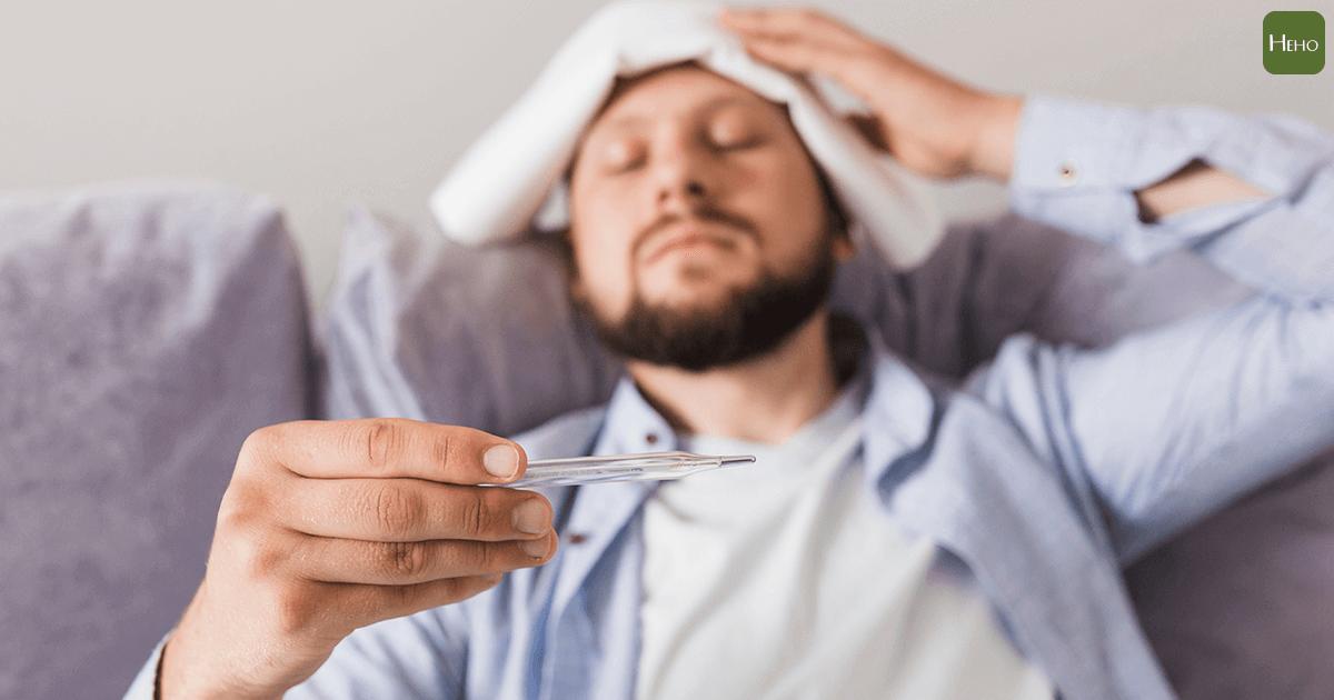 發燒時塗酒精可以退燒?其實這是把「燒」悶在身體裡