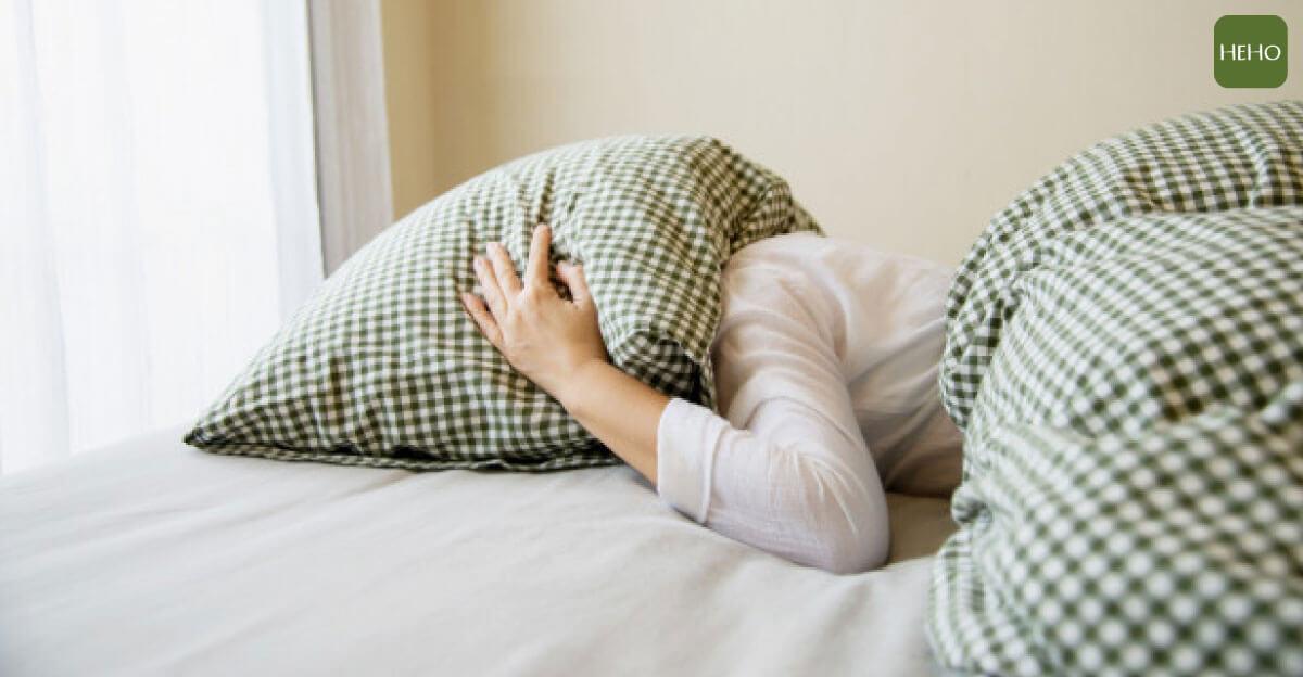 睡前腦袋一直轉、睡不著?快用這招救援睡眠的健康