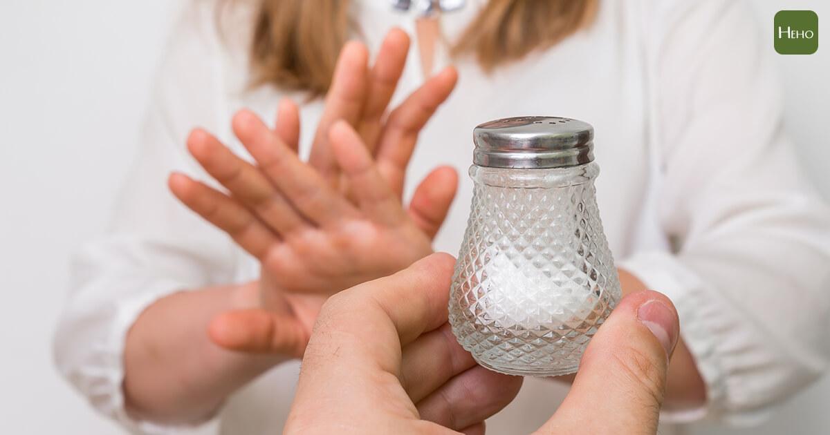 有沒有聽錯?專家研究竟然說低鹽飲食會增加高血壓風險