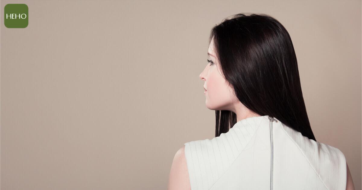 頭髮冒出惱人白髮怎麼辦?4 種食物養回烏黑秀髮