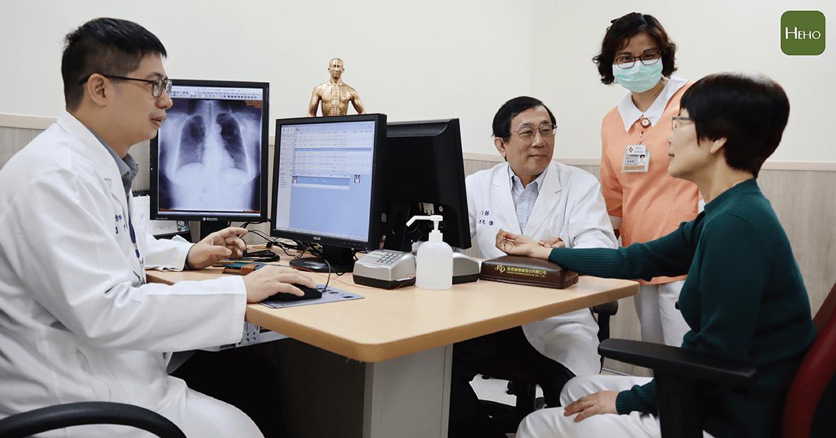 馬偕癌症中西醫整合門診看診示意(圖中非實際患者)