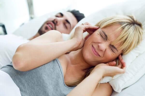 睡覺打呼讓中風危機多 4 倍!簡單 3 動作可助改善