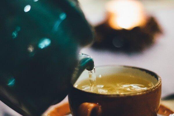 習慣飯後喝杯茶、吃水果?這些食物要隔 1 小時才能吃