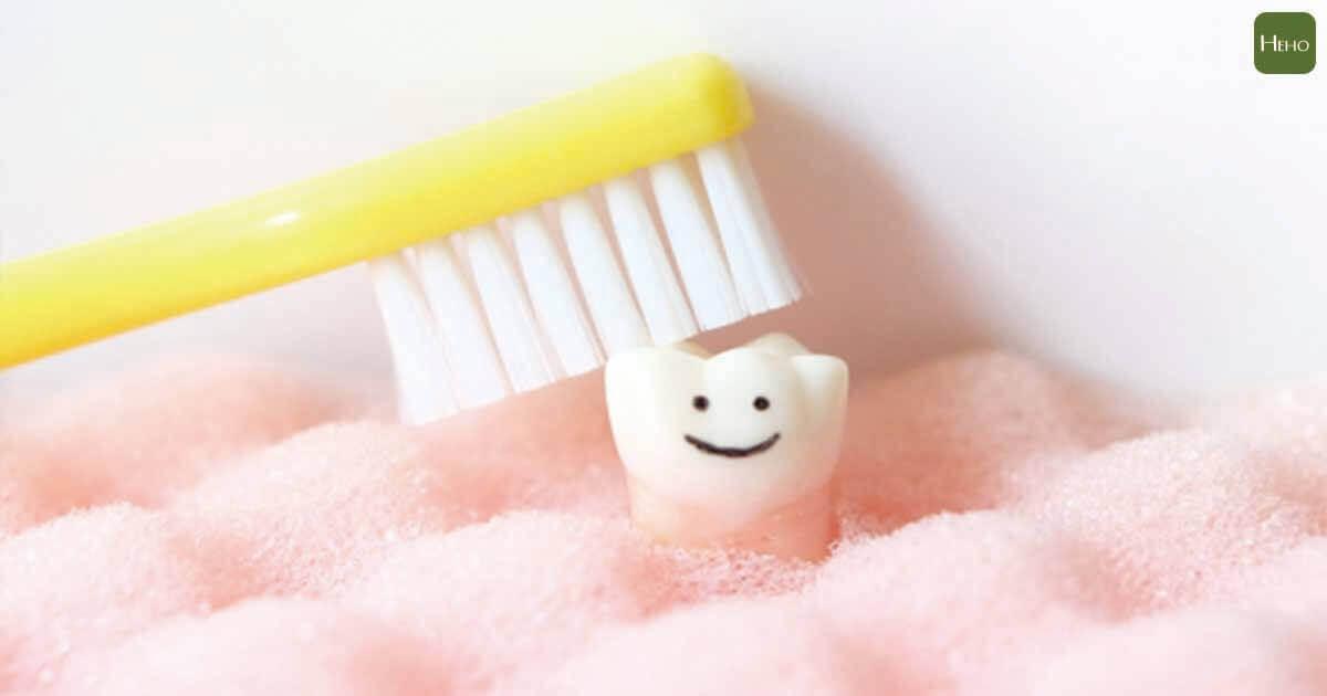 當第一顆牙齒冒出 就讓孩子習慣刷牙