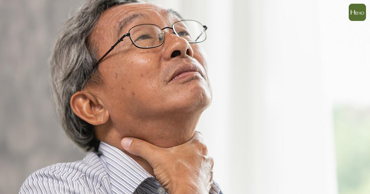 老菸槍不知罹喉癌 誤認嗓音有磁性 醫助保聲帶 誇他歌喉可出道!