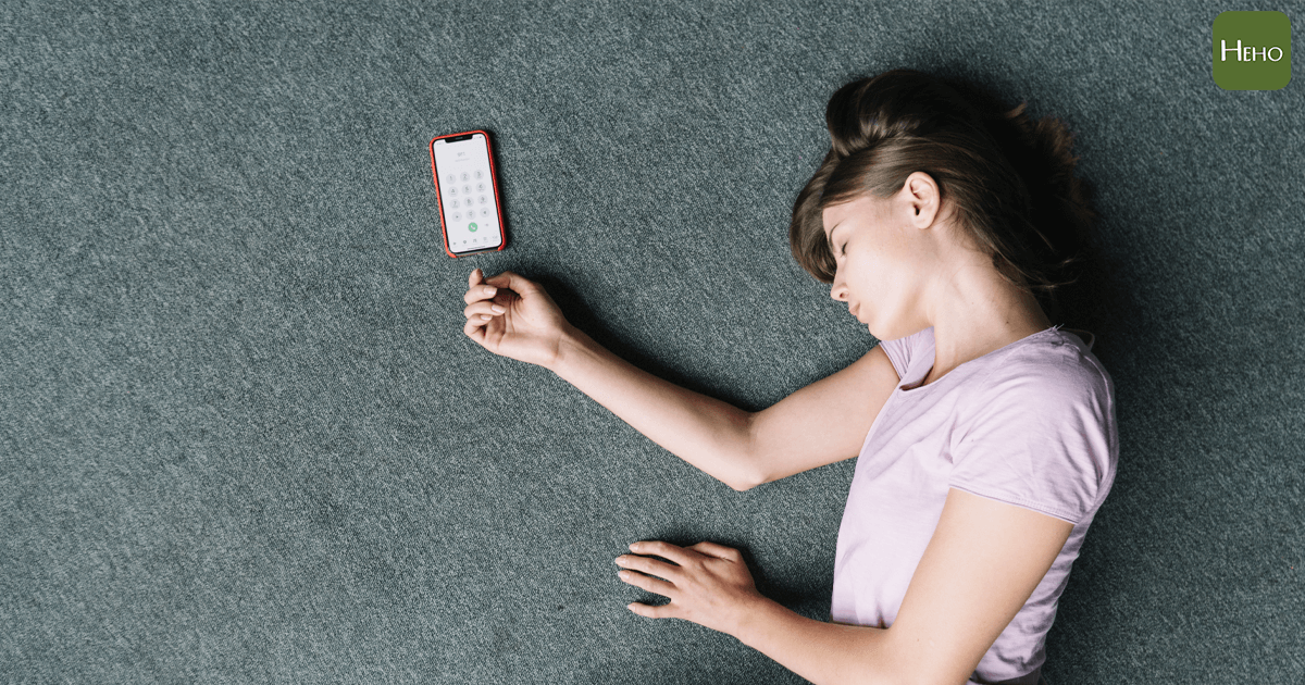 https://www.freepik.com/free-photo/overhead-view-unconscious-woman-lying-near-cell-phone-carpet_3513893.htm
