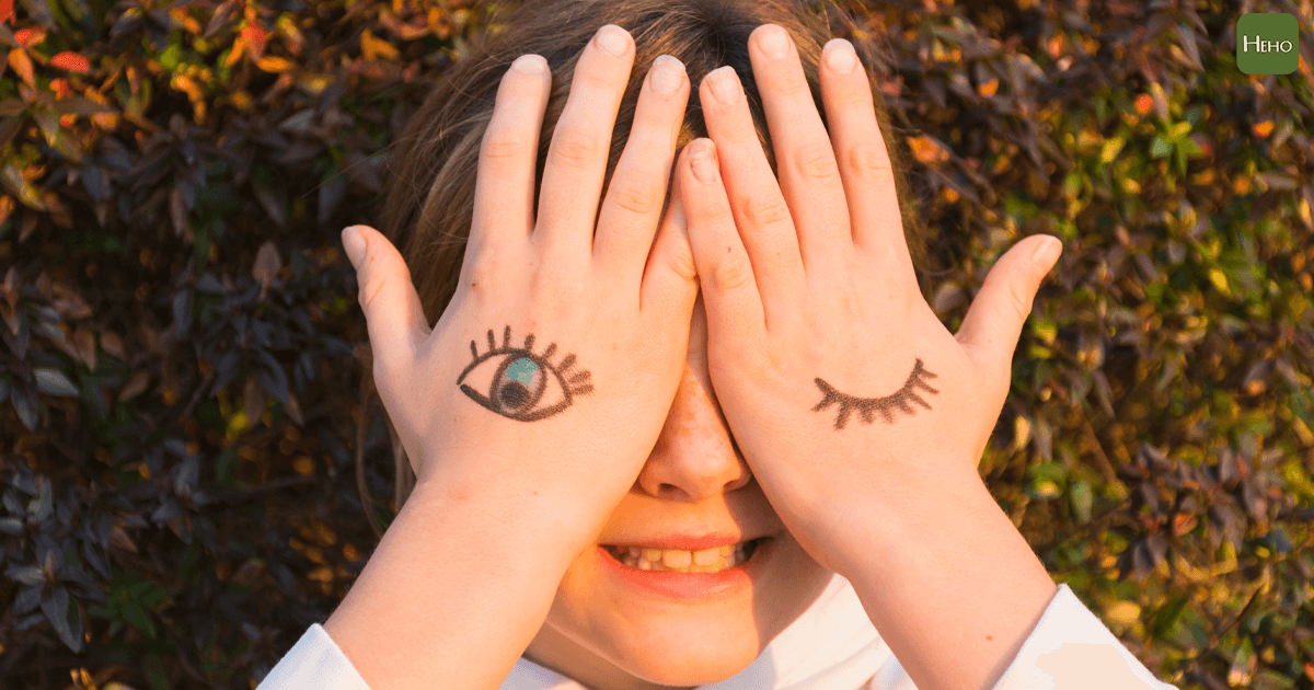 https://www.freepik.com/free-photo/girl-with-eye-tattoos-hand-palm-covering-her-eyes_2728126.htm