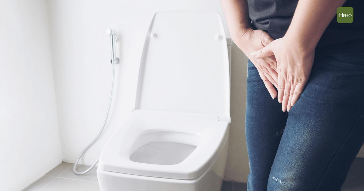 https://www.freepik.com/free-photo/woman-holding-hand-near-toilet-bowl-health-problem-concept_3805699.htm