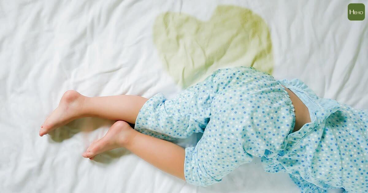 https://www.istockphoto.com/photo/child-pee-on-a-mattress-little-girl-feet-and-pee-in-bed-sheet-child-development-gm837872112-136470849