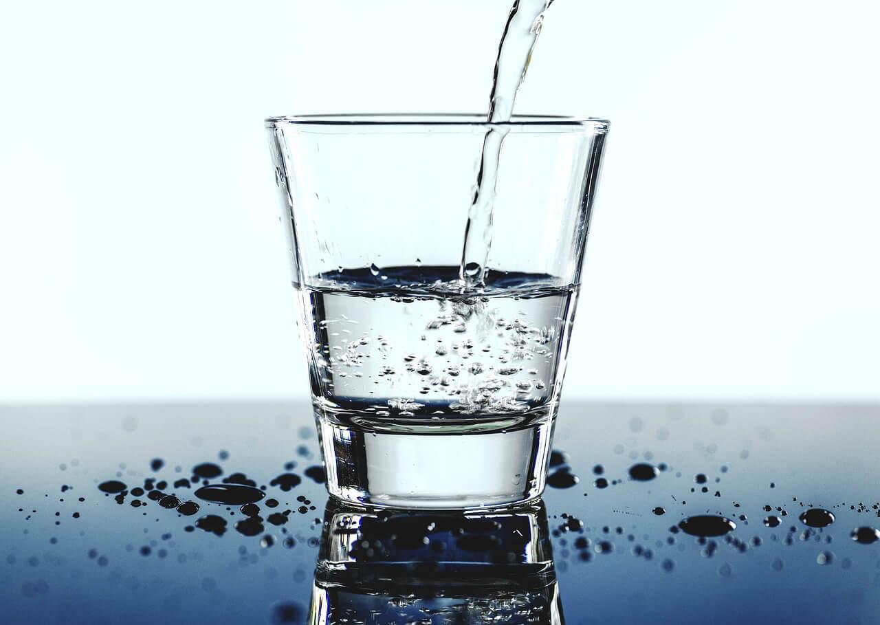 https://pixabay.com/photos/aqua-beverage-clear-close-up-3445987/