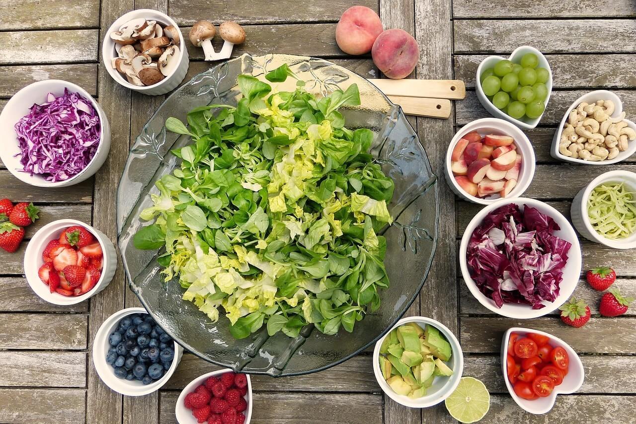 https://pixabay.com/photos/salad-fruits-berries-healthy-2756467/