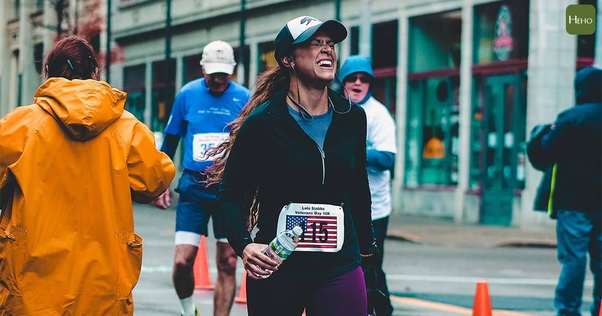 跑完馬拉松最常見:感冒、皮膚、肌肉問題!醫師教高強度運動後身體該這樣修復