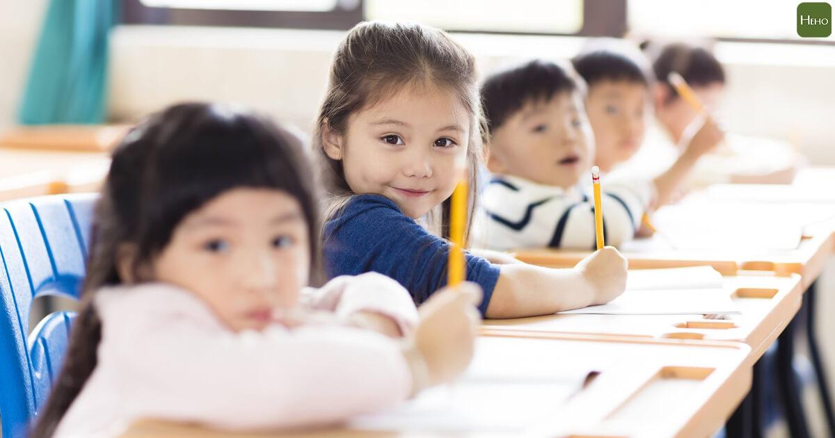 小孩_孩子_.學校_上課_學習_讀書psd