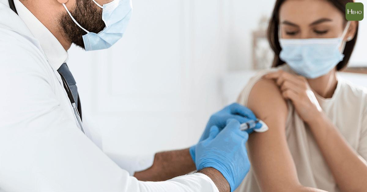 辉瑞公司首席执行官:您可能需要第三剂或每年一次的疫苗 在美国,有5,800人在接受新的电晕疫苗接种后仍然受到感染,已有74人死亡。 Heho健康